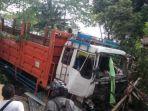 Rem Blong, Truk Fuso Tabrak Warung dan Mobil, Pemilik Warung Berhasil Selamatkan Diri