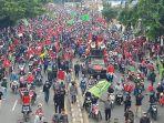 ribuan-buruh-dan-mahasiswa-demo-tolak-uu-omnibus-law-cipta-kerja_20201008_142413.jpg