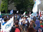 ribuan-buruh-yang-tergabung-dalam-konfederasi-serikat-pekerja-indonesia.jpg