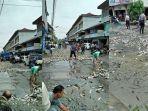 ribuan-ikan-berserakan-di-jalan-kota-singkawang.jpg