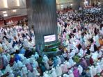 ribuan-jemaah-padati-masjid-istiqlal_20180822_074417.jpg