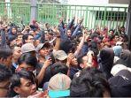 ribuan-suporter-timnas-u-23-indonesia_20180817_153332.jpg
