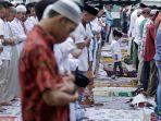 ribuan-umat-muslim-salat-iedul-adha-di-masjid-raya-medan_20170901_105710.jpg