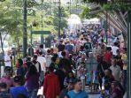ribuan-wisatawan-memenuhi-kawasan-pedestrian-malioboro.jpg