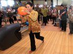 rini-soemarno-bermain-bowling-di-jaka-baring_20180511_230937.jpg