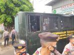 Jelang Sidang Tanggapan JPU Kasus Kerumunan, Rizieq Shihab Tiba di PN Jaktim