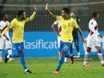 roberto-firmino-kanan-dari-brasil-merayakan-dengan-rekan-setimnya-neymar.jpg