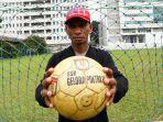 rochy-putiray-bicara-sepakbola-nasional_20190113_223220.jpg