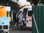 Mobil Kijang Halangi Ambulans Bawa Orang Sakit, Pasien Pun Tak Tertolong