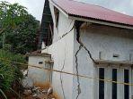 rumah-rusak-parah-di-jorong-koto-sungai-kunyi-akibat-gempa.jpg