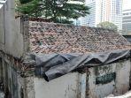rumah-tua-di-tengah-apartemen-mewah_20190922_184757.jpg