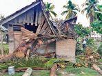 rumah-warga-di-bireuen-rusak-tertimpa-pohon.jpg