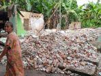 rumahnya-dibongkar-mantan-istri-pria-ini-terpaksa-tidur-di-gubuk-bersama-istri-baru-dan-2-anaknya.jpg