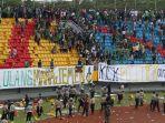 rusuh-di-stadion-gelora-sriwijaya_20180722_002624.jpg
