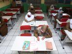 saat-guru-sdn-026-bojongloa-kota-bandung-mengajar-secara-daring_20200727_184808.jpg