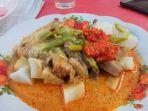 sajian-menu-ketupat-sayur-khas-pariaman_20171206_121330.jpg
