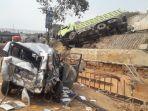 salah-satu-truk-yang-terlibat-dalam-kecelakaan-di-km-91-tol-cipularan.jpg