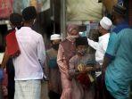 salat-idul-fitri-di-tengah-pandemi-covid-19-di-masjid-besar-al-i_20200525_092710.jpg