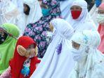 salat-idul-fitri-di-tengah-pandemi-covid-19-di-masjid-nashrulloh_20200525_094042.jpg