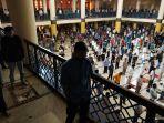 salat-jumat-berjamaah-di-masjid-raya-bandung-provinsi-jabar_20210702_151932.jpg