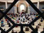 salat-jumat-berjamaah-di-masjid-raya-bandung-provinsi-jabar_20210702_152028.jpg