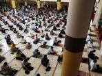 salat-jumat-berjamaah-di-masjid-raya-bandung-provinsi-jabar_20210702_152312.jpg