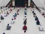 salat-jumat-di-masjid-kh-hasyim-asyari-jakarta-era-new-normal_20200605_145916.jpg