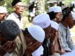 salat-jumat-pengungsi-korban-gempa-lombok_20180810_195522.jpg