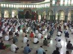 salat-jumat-perdana-di-masjid-al-azhom-tangerang_20200612_142440.jpg