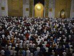 salat-tarawih-pertama-di-masjid-nasional-al-akbar_20190506_092110.jpg