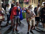 saling-ejek-pendukung-uruguay-dan-prancis-1_20180706_081622.jpg