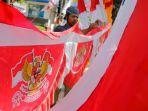 sambut-hut-ri-ke-74-marak-penjual-bendera-merah-putih_20190813_144851.jpg