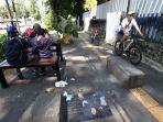 sampah-berserakan-di-trotoar-jalan-ir-h-djuanda-bandung_20200712_232854.jpg