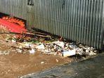 sampah-di-pintu-air-manggarai_20180205_183904.jpg