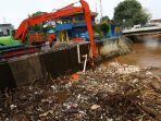 sampah-di-pintu-air-manggarai_20181112_152350.jpg