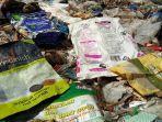 sampah-luar-negeri-yang-ditemukan-di-dekat-tpa-burangkeng.jpg