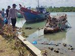 Nelayan Kuala Tari Digegerkan Sampan Rakitan Terdampar dari Laut Lepas