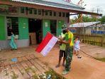 satgas-754-kostrad-ajak-masyarakat-kimam-pasang-bendera_20200803_110849.jpg