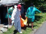satgas-covid-19-jembrana-evakuasi-mayat-perempuan.jpg