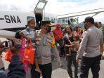 satgas-nemangkawi-jemput-pengungsi-di-distrik-kiwirok.jpg