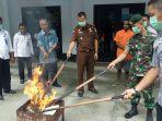 Bersinergi Dengan BNN Jayapura, Satgas Pamtas Yonif PR 328/DGH Musnahkan Barang Bukti Ganja