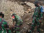 Satgas Zeni TNI AD Bangun Jembatan yang Terputus Akibat Banjir Bandang di Kabupaten Bima