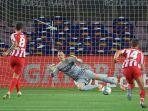 saul-niguez-sukses-cetak-gol-lewat-sepakan-penalti-di-laga-barcelona-vs-atletico-madrid.jpg
