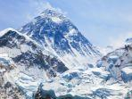 sebagai-gunung-dengan-puncak-tertinggi-di-dunia-gunung-everest-menjadi.jpg