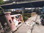 sebagian-tembok-jembatan-rusak-dihantam-mobil-di-jalan-re-martadinata_20180710_143810.jpg