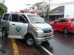 Pengendara Motor Bonceng Tiga Luka-luka Usai Menabrak Ambulans Pengangkut Jenazah Pasien Covid-19