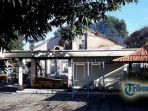 sebuah-rumah-kebakaran-yang-terletak-di-jalan-wr-supratman-kelurahan-penarukan_20171011_095537.jpg