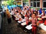 sebuah-sekolah-di-bandung-kekurangan-tempat-belajar-dan-mengajar_20160116_175439.jpg