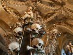 sedlec-ossuary-kostnice-v-sedlci-republik-ceko.jpg