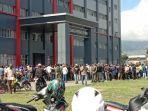 sejumlah-orang-mengungsi-ke-gedung-pemerintah-kabupaten-jayawijaya.jpg